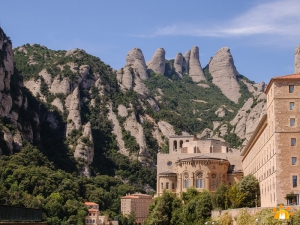 MONTSERRAT TOUR BY PRIVATE VEHICLE (5 hours)